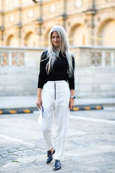 Even Sarah Harris can have an off day Fashion Week Paris, Fashion Week 2016, Sarah Harris, Nyfw Street Style, Cool Street Fashion, Grey Fashion, Fashion Pants, Women's Fashion, Fashion Styles