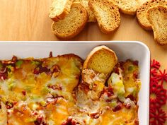 Layered Pizza Dip - Betty Crocker Warm up your holiday party with this snacking-good dip! Pizza Dip Recipes, Cooking Recipes, Pizza Snacks, Appetizer Dips, Appetizer Recipes, Holiday Appetizers, Party Appetizers, Holiday Desserts, Holiday Baking