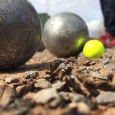 Jealousy. // Looking forward to receiving your extreme petanque pictures videos & stories! // #extremepetanque #extremeboules #pétanqueextrème #streetpetanque #urbanpetanque #ultimatepetanque #extremebocce #petanque #petanca #jeuxdeboules #jeudeboules #boules #bocce #bocceball #ball #balls