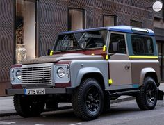 This is a collaboration between two of Britain´s most iconic design brands, fashion Designer Paul Smith and car manufacturer Land Rover. The bespoke Land Rover Defender features 27 different exter Land Rover Defender 110, Defender 90, Landrover Defender, Paul Smith, 4x4, Kahn Design, Land Rover Off Road, Tata Motors, Ex Machina