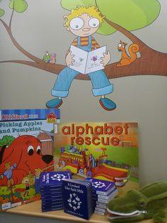Muralito que invita a la lectura. Funny Colorful Kids Picture Wall Murals for Preschool Classroom Decorating Themes