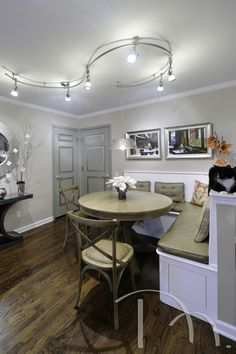 Marcia Moore Design is a highly acclaimed, full- service, award-winning luxury residential interior design firm in St. Kitchen And Bath Remodeling, Kitchen And Bath Design, Apartment Lighting, Interior Lighting, Luxury Dinning Room, Dining Rooms, Contemporary Track Lighting, Basement Bedrooms, Residential Interior Design