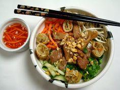 A Spicy Perspective Vietnamese Bun Cha Gio' Spicy Recipes, Asian Recipes, Healthy Recipes, Ethnic Recipes, Vietnamese Cuisine, Vietnamese Recipes, Vietnamese Restaurant, Bun Cha, Healthy Dishes