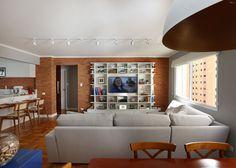 Sala de estar, jantar e cozinha integradas e uma mistura de estilos