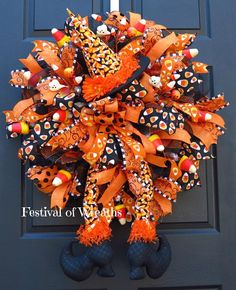 Halloween Front Door Decorations, Halloween Front Doors, Halloween Mesh Wreaths, Halloween Ribbon, Christmas Mesh Wreaths, Deco Mesh Wreaths, Halloween Crafts, Halloween Goodies, Burlap Wreaths