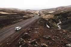 The mountain roads of Iceland.  by @donalboyd  #Ísland #Iceland #DefenderIceland by defendericeland The mountain roads of Iceland.  by @donalboyd  #Ísland #Iceland #DefenderIceland