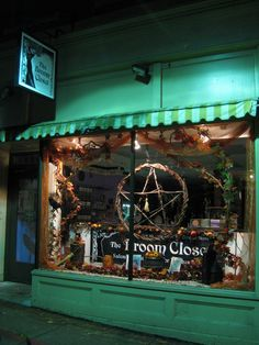 Magick Wicca Witch Witchcraft: The Salem, Massachusetts, USA. Oh The Places You'll Go, Places To Travel, Salem Halloween, Salem Mass, Witch Shop, Salem Witch Trials, Dream Vacations, Witchcraft, Trip Planning