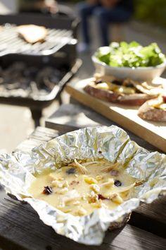 Camembert au barbecue au poulet et fruits secs - St Sever Camembert Barbecue, Camembert Cheese, Bbq, Brunch, Dinner, Fruit, Desserts, Recipes, No Waste
