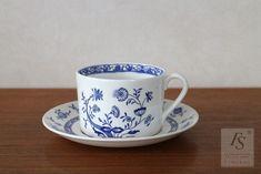Gustavsberg DRESDEN teacup and saucer Blue Onion, Art Sites, Dresden, Teacup, Bone China, Scandinavian, Porcelain, Mint, Ceramics