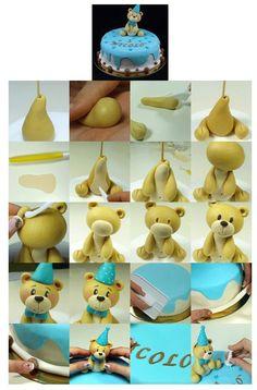 Teddy Bear Cake. It is created by http://mycakedesign.deagostinipassion.it/decorazioni/tutorial-orsetto-per-il-1compleanno-bimbo