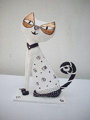 Gatinho charmoso (artenapraia) Tags: art cat arte escultura gato papel recycling papier reciclagem decorao papiermache charme charmoso paplemache