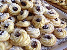 Svatební koláčky - Víkendové pečení Baking Recipes, Cookie Recipes, Cherry On The Cake, Salted Caramel Cheesecake, Czech Recipes, Just Eat It, Hungarian Recipes, Desert Recipes, Mini Cakes