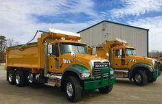Mack dumptruck Old Mack Trucks, Big Rig Trucks, Dump Trucks, Lifted Trucks, Ford Trucks, Hydraulic Ram, Snow Plow, Buses, Scale Models