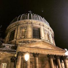 Instagram【anela.lily】さんの写真をピンしています。 《Paris is a beautiful city🇫🇷 #history #city #napoleon #church #beautiful #paris #snow #雪 #歴史ある #美しい #街並み #夜景 #お散歩 #🇫🇷 #⛪️》