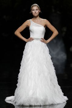 Vestido de novia. #Bodas. ULDAR - Pronovias 2013 Bridal Collection, via Flickr.