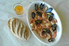 Shellfish in German Beer Broth with rye bread Recipe For Crayfish, Pale Ale Beers, German Beer, How To Cook Shrimp, Mussels, Food 52, Cravings, Meals, Kitchens