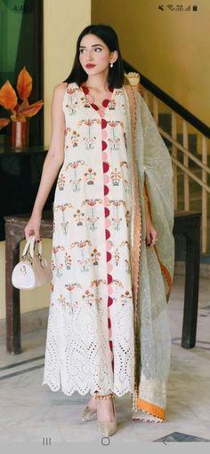 Party Wear Indian Dresses, Designer Party Wear Dresses, Dress Indian Style, Pakistani Clothes Casual, Pakistani Outfits, Kurti Pants, Women's Ethnic Fashion, Kurta Designs Women, One Piece Dress