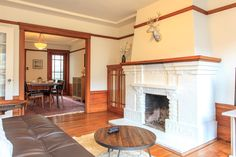 Apartment in San Francisco, United States. Classic San Francisco house with gorgeous hard wood floors and trim.  Very close to Baker Beach and Golden Gate bridge. Also 1 block from Hard Knox - the best fried chicken in the city!  House included garage parking for 1 car.
