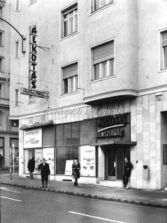Alkotás mozi 1970-es évek (480×640) Old Pictures, Old Photos, Vintage Photos, Budapest Hungary, Vintage Photography, Historical Photos, Landscape, History, City