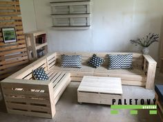 Pallet Sectional Couch, Diy Pallet Couch, Pallet Lounge, Diy Couch, Indoor Pallet Furniture, Living Room Sofa, Living Room Furniture, Corner Couch, New Room
