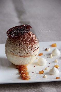 spheres022 Sphère de meringue au miel, mousse nougat, coeur de pommes façon tatin