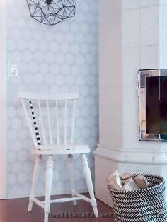 Puolitoista kerrosta kotia Living Room, Chair, Furniture, Home Decor, Decoration Home, Room Decor, Home Living Room, Home Furnishings, Stool