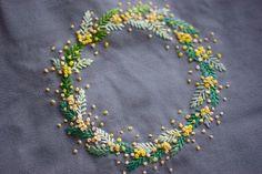 《outlet》ミモザのリース刺繍が入ったトートバッグ|トートバッグ|ここ|ハンドメイド通販・販売のCreema