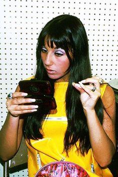 We continue the series of family album photos of famous people when they were young. Patti Hansen, Lauren Hutton, Cher Photos, Iconic Photos, Photos Rares, Cher Bono, Figure Photo, She Girl, Family Album