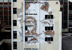 Arte e Arquitetura: Os murais que o português Vhils cria através da destruição