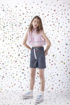 Editorial Buzzy Disrupt Verão 18' Vicunha Têxtil  #denim #brim #fashion #trend #ss18  #error #young #cute #fun #unusual #sticker #star #ruffle #zipper