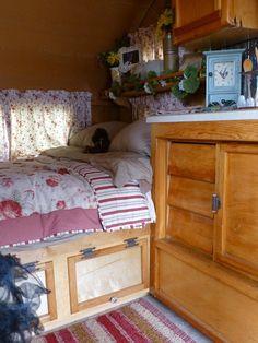 Doors on under bed storage flip up. To access space underneath. Vintage Campers Trailers, Vintage Caravans, Camper Trailers, Truck Camper, Rv Living, Tiny Living, Living Spaces, Camping Glamping, Camping Ideas