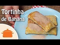 Receita fácil e deliciosa de tortinha de banana com massa folhada. Ingredientes: 6 retângulos de massa folhada; 2 bananas picadas; 1 colher (sopa) de açúcar;...