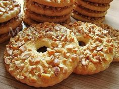 Sand rings with nuts / Culinary Universe Yummy Treats, Delicious Desserts, Yummy Food, Cookie Recipes, Dessert Recipes, Homemade Sweets, Cake Ingredients, International Recipes, No Bake Cake