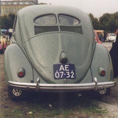 Een kever brilletje 1951. Dat was ook onze eerste kever, er zouden er nog heel veel volgen tot ze niet meer gemaakt werden.