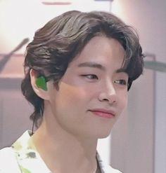 Foto Bts, V Taehyung, Bts Jungkook, Daegu, Taekook, V Bangs, V Bts Cute, V Bts Wallpaper, Bts Aesthetic Pictures