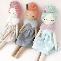 Handmade rag doll – heirloom doll – cloth doll – fabric doll – soft doll – One Of a Kind Handgemachte Stoffpuppe Erbstück Puppe Stoffpuppe Stoffpuppe Doll Crafts, Diy Doll, Diy Rag Dolls, Cute Buns, Fabric Toys, Paper Toys, Sewing Dolls, Doll Hair, Soft Dolls