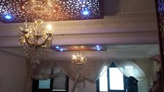faux plafond salon moderne ADM plus Motif Oriental, Plafond Design, Internet Money, Bedroom False Ceiling Design, Wood Carving Designs, Valance Curtains, Chandelier, Ceiling Lights, Contemporary