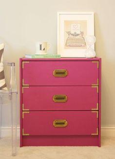 Mueble IKEA RAST transformado en estilo vintage fucsia