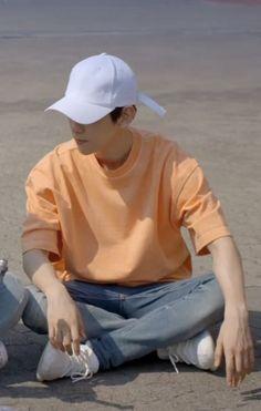 Baekhyun-ah? Baekhyun, Kpop Exo, Exo Members, Chanbaek, Cute Gay, Boyfriend Material, My Sunshine