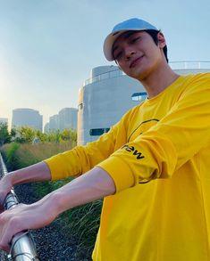 Beautiful Person, Beautiful Boys, Rapper, First Boyfriend, Twitter Video, Guan Lin, Lai Guanlin, Golden Child, Boyfriend Material