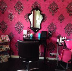 s salon pink damask my hair s Home Hair Salons, Hair Salon Interior, Home Salon, Beauty Salon Decor, Hair And Beauty Salon, Beauty Hacks Contouring, Salon Lighting, Pink Damask, Beauty Lounge