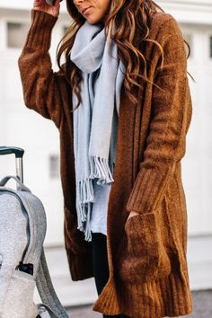 My Go-To Travel Day Outfit Essentials | Alyson Haley #traveltips #ootd #comfyclothes