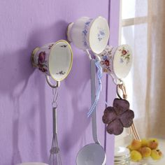 Will do this with plain mugs - to update it a little, for my taste. Fab idea!