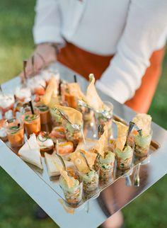 Finger Food para casamento: vale a pena? Wedding Reception Food, Wedding Catering, Wedding Finger Foods, Pink Garden, Party Food And Drinks, Food Displays, Bite Size, Provence, Food Art
