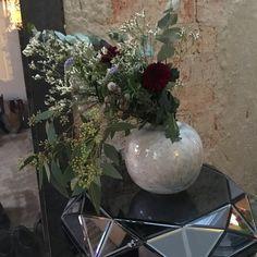 Christmas flowers. helene Hammer Christmas Flowers, My Flower, Glass Vase, Plants, Home Decor, Decoration Home, Xmas Flowers, Room Decor, Plant