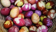 Easter eggs are a vital part of celebrations. Why not make this Easter extra special by making use of unique Easter egg decoration ideas? Let your Easter eggs look exclusive and absolutely amazing. Easter Egg Dye, Easter Bunny, Spring Crafts, Holiday Crafts, Holiday Decorations, Diy Ostern, Festa Party, Egg Art, Egg Decorating