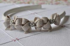 Sweet ribbon bows accented by tiny pearls. Hair Ribbons, Diy Hair Bows, Diy Bow, Ribbon Art, Ribbon Bows, Diy Hair Accessories, Handmade Accessories, Diy Headband, Baby Headbands