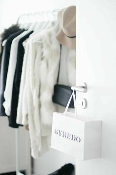Le Closet, Wardrobe Closet, Room Closet, Closet Space, White Closet, Minimalist Closet, Minimalist Home Decor, Walk In Closet Inspiration, Room Inspiration