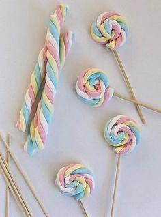 Enrolla la nube creando una espiral y pincha con una brocheta para fijar. Además de estar riquísimas son muy sencillas de hacer. Ideal para...