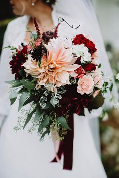 Wedding bouquet is an important part of the bridal look. Looking for wedding bouquet ideas? Check the post for bridal bouquet photos! Dahlia Wedding Bouquets, Dahlia Bouquet, Fall Wedding Flowers, Bride Bouquets, Bridal Flowers, Red Wedding, Floral Wedding, Wedding Ideas, Farm Wedding